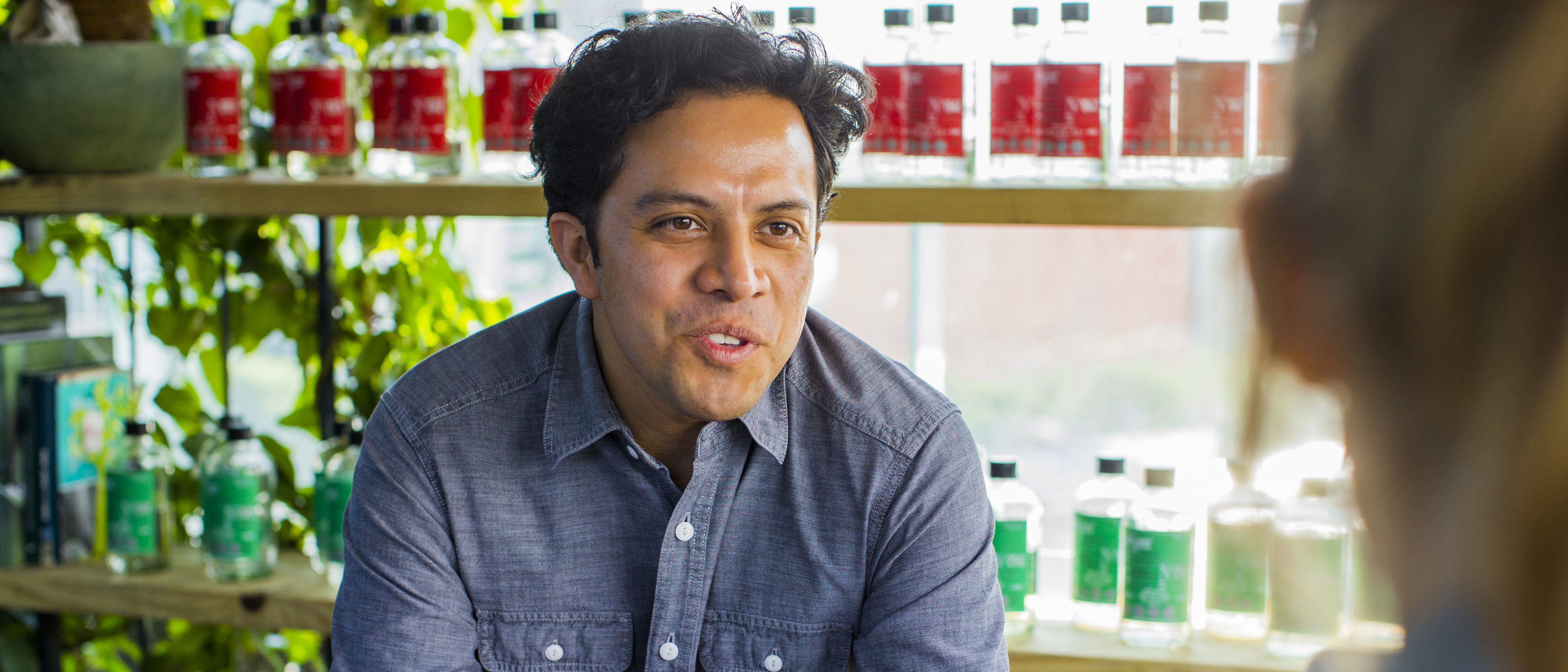 """Spotlight: Mezcalier Mexicano Introduce a Viajeros al """"Culto del Mezcal"""""""