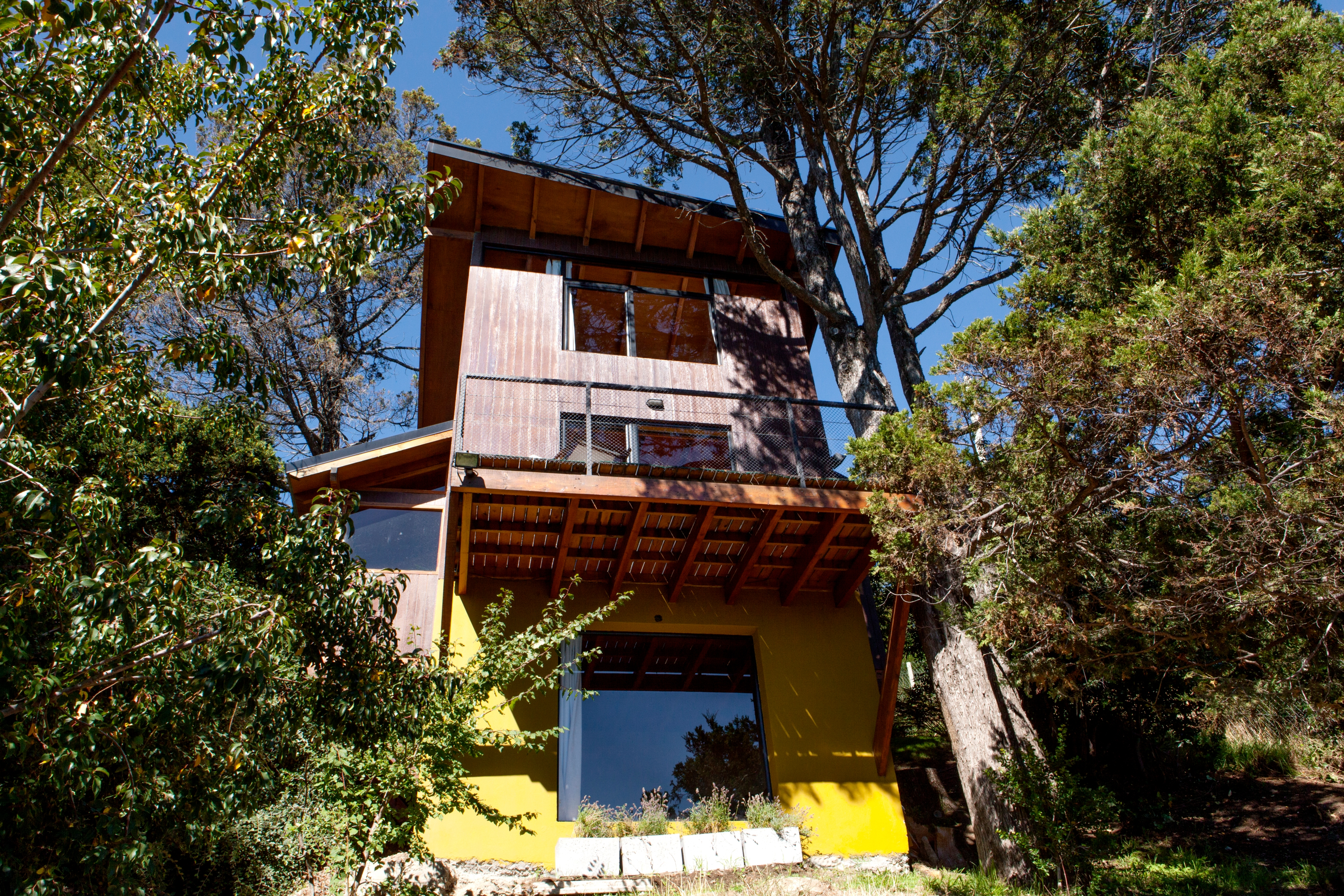 Argentina Listing – Tree House with Lake View 1