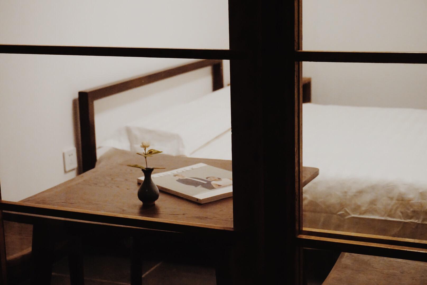 China Listing – Van Gogh Palace Next to Japanese Garden Courtyard, Zen Bedroom 1