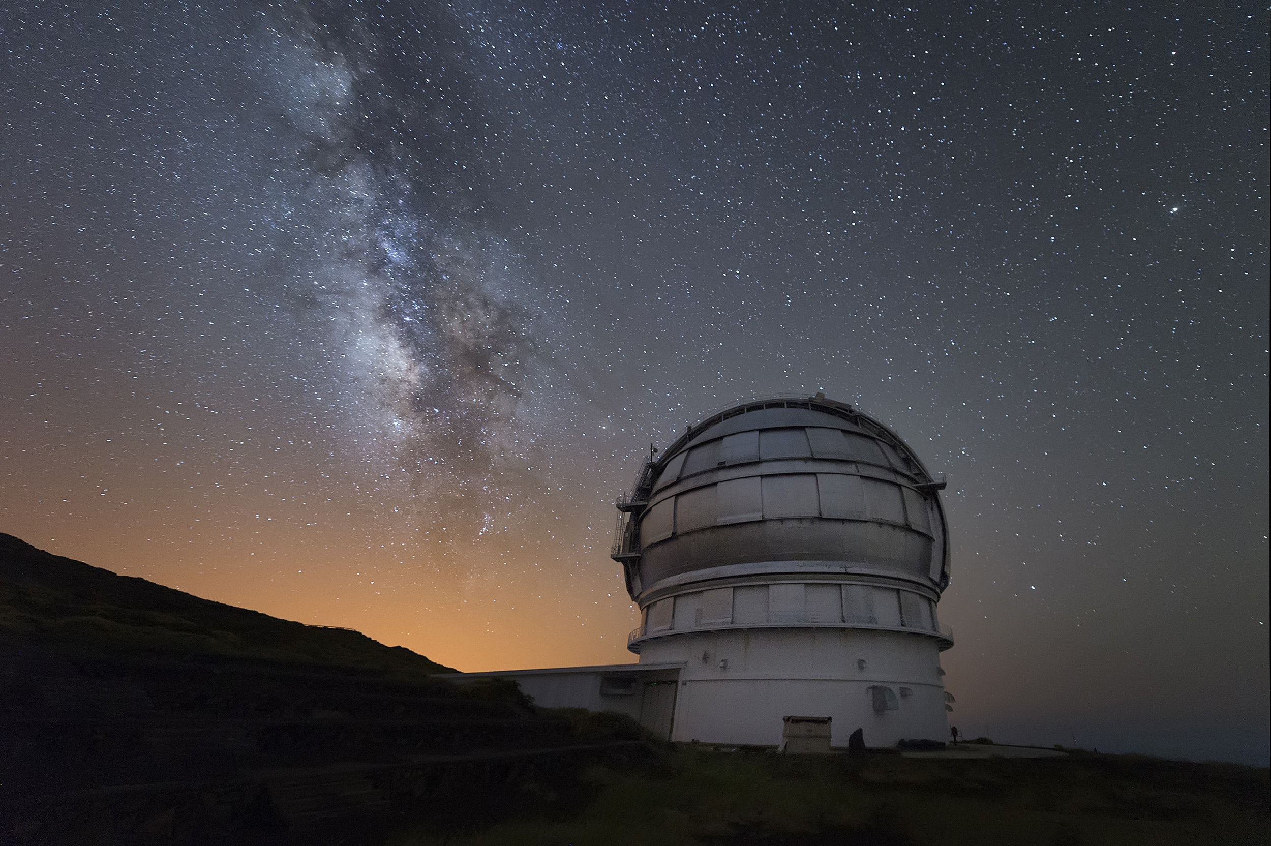 Get up Close to the Red Planet with Airbnb and the World's Largest Telescope
